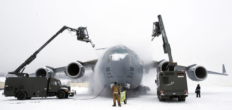 Dew and frost - C-17 Globemaster III de-icing in Alaska