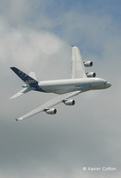 Airbus A380 turn - Paris Airshow 2009