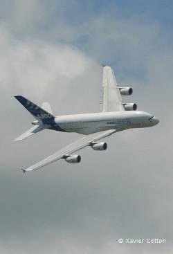 Airbus A380 turn - Paris Airshow 2009